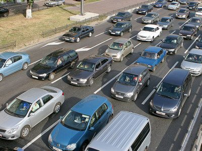 ГИБДД предложили законодательно разгрузить пробки
