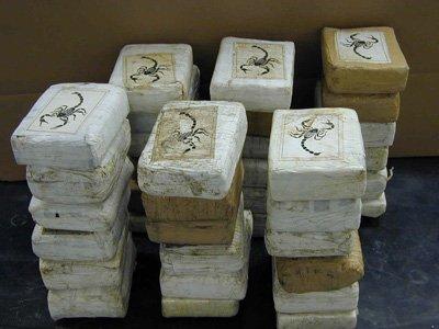 Венесуэльские гвардейцы арестованы после отправки во Францию 30 чемоданов кокаина
