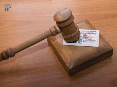 Госдуме предлагают временно лишать водителей прав за долги по алиментам от 5000 руб.