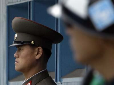 В КНДР американца арестовали за забытую в номере Библию