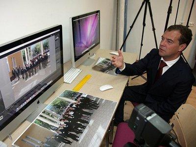 """Медведев поручил внести в часть 4 ГК РФ поправки о свободных лицензиях, которые предлагала """"Википедия"""""""