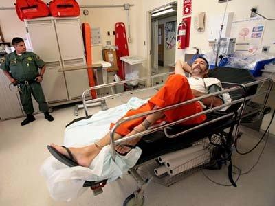 Суд Калифорнии издал приказ о принудительном кормлении 30 000 заключенных, объявивших голодовку