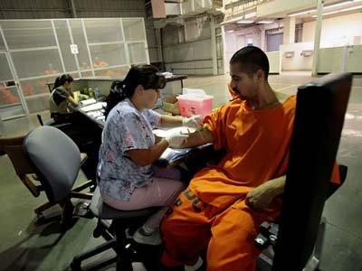 Судья в США потребовал перевести 11000 заключенных в другие тюрьмы из-за грибковой инфекции