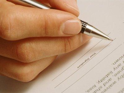 Компания выплатит 212000 руб. работнику, уволенному по заявлению, которое он не подписывал