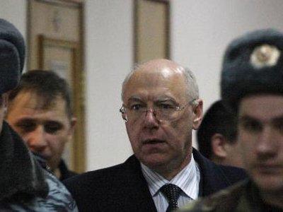 """России выдают главу банка """"ВЕФК"""", похитившего перечисленные Ленобластью 1,9 млрд руб."""