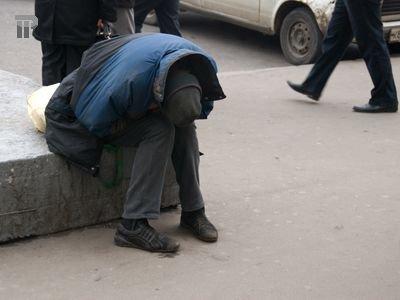 Апелляция заменила 20-тысячный штраф на год колонии мужчине, покусавшему полицейского