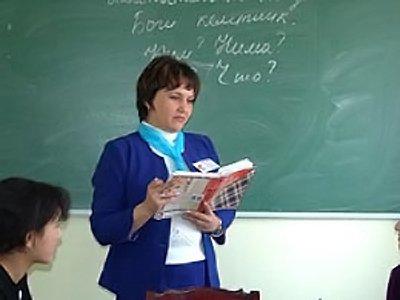 На директора школы, повадившуюся бить учеников дневником по голове, возбуждено уже второе дело
