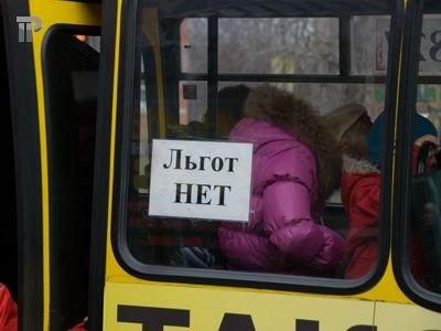 Столичных таксистов начали штрафовать за езду по выделенным полосам