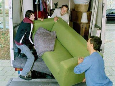 Приставы добились исполнения судебного решения о перестановке мебели в доме