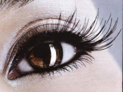 Интернет-торговцев судят за 26-миллионную маржу с продажи дешевых глазных капель с яркими наклейками