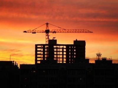 Разрешение на строительство надо получать до начала застройки, решил ВС