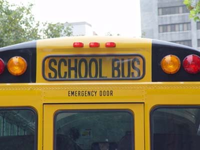 Водитель школьного автобуса, избивший 12-летнего ученика, приговорен к выплате 50 000 руб.
