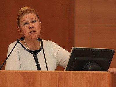 По мнению заявителя, предложение Мизулиной  не может быть следствием заблуждения - она профессиональный юрист, была представителем Госдумы в КС