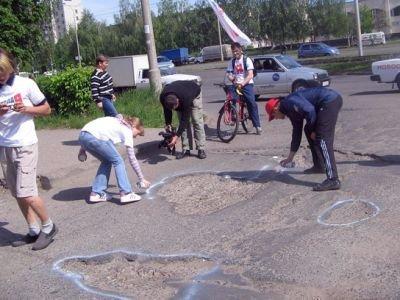 Суд обязал дорожников выплатить водителю за ДТП из-за выбоины 115000 руб.