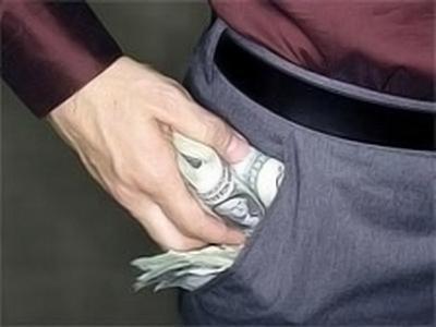 """Возбуждено дело на начальника отдела СД МВД, попросившего у бизнесмена $500000 для """"своих коллег"""""""