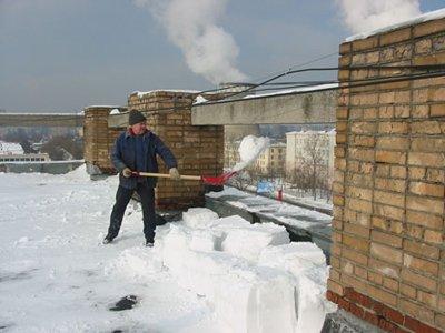 Автовладелец отсудил у ТСЖ 80000руб. за упавший на машину с крыши снежный ком