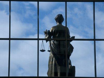 ВС пожелал бывшему судье доказать свою невиновность в процессе