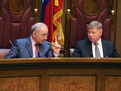 Замгенпрокурора Сабир Кехлеров (слева) выступает за уголовную ответственность даже за экстремистские призывы к административным нарушениям