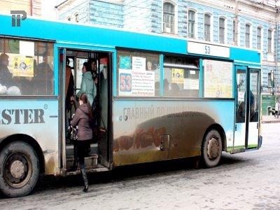 Пассажир, сломавший ключицу в резко затормозившем автобусе, отсудил 67 000 руб.