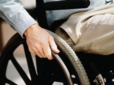 Колония, где находится почти полностью парализованный аудитор, просит суд освободить его