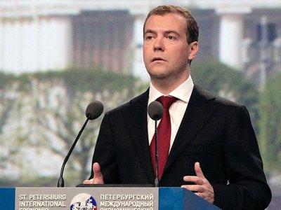 Медведев поручил Козаку правовое сопровождение мер по децентрализации власти