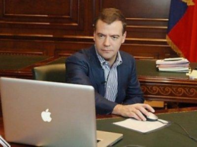 Медведев подписал закон о получении образования через Интернет