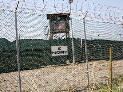 Суд США запретил принудительное кормление узника Гуантанамо