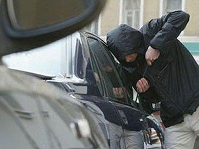 Этой ночью в Рубцовске злоумышленники хотели угнать автомобиль но были задержаны на месте преступления