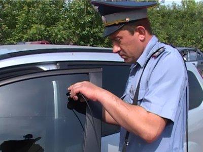 Суд арестовал водителя Toyota Land Cruiser, который не хотел расставаться с тонировкой