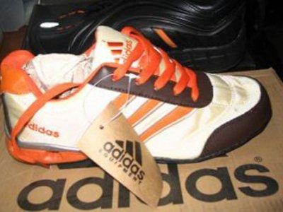 Adidas обвинил Ecco в использовании фирменного дизайна кроссовок