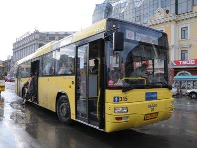 По решению суда автопарк выплатит 100000 руб. пассажирке, упавшей в резко затормозившем автобусе
