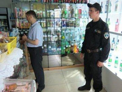 """В убийстве покупателя в подсобке магазина """"Магнит"""" обвиняется охранник"""