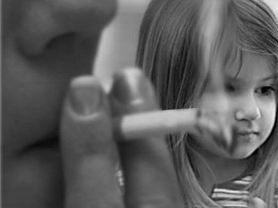 Госдуме предлагают ввести штрафы для автомобилистов, которые курят при детях