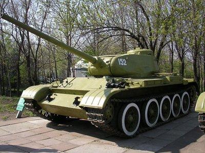 """Судят чиновника, пытавшегося продать танк """"Т-44"""" за 4,5 млн руб."""