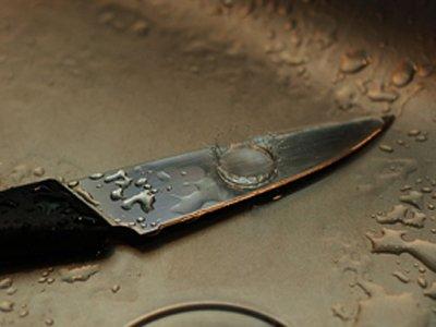 Следователь, пытавшаяся забить молотком и ножом жену своего любовника, получила по-максимуму