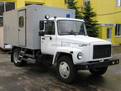 В Москве автозак, доставлявший подследственных в суд, врезался в три машины