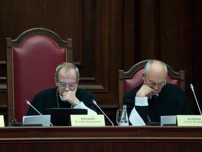 """КС проверит положения закона о Верховном суде и НК по запросу """"Газпром нефти"""""""
