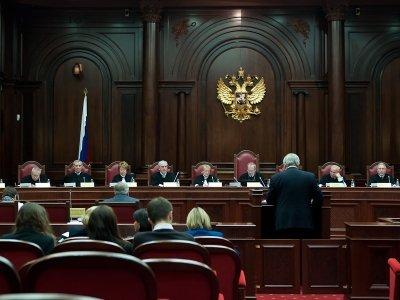 КС выяснит, можно ли выборочно применять Трудовой кодекс по отношению к чиновникам