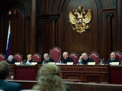 Авторы отвергнутой жалобы в КС просят включить конституционных судей в санкционный список ЕС