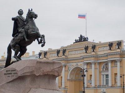 Депутаты вспомнили царя и расценили стиль реформы КС как личное оскорбление