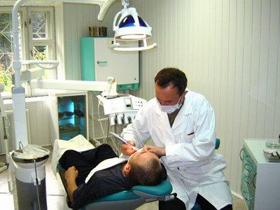Суд обязал МВД бесплатно устанавливать зубные протезы своим бывшим сотрудникам