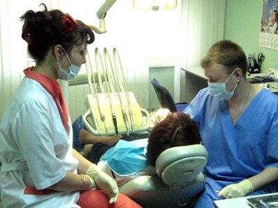 За ошибочно вырванный зуб стоматология по решению суда выплатит клиентке 22 500 руб.