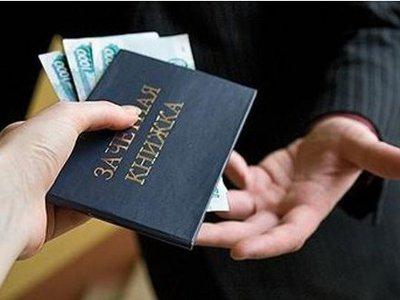 Завкафедрой права осуждена вместе с главой юрфирмы, передававшей ей взятки от будущих юристов
