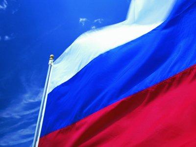 Суд оштрафовал чиновников, не сидевших под флагом РФ