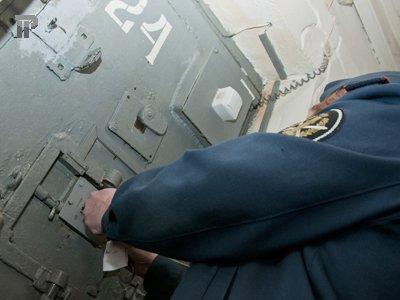 Судят замначальника ИВС, распявшего на стене арестованного
