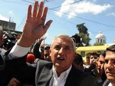 Суд Гватемалы запретил лишенному иммунитета президенту покидать страну
