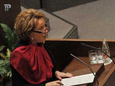 """Матвиенко назвала изменения в УК и УПК РФ """"эффектной пиар-кампанией"""" и призвала выпустить подсудимых из клеток"""