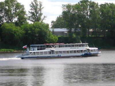 Перевозки пассажиров и грузов через реку Ангара нередко осуществлялись без лицензии
