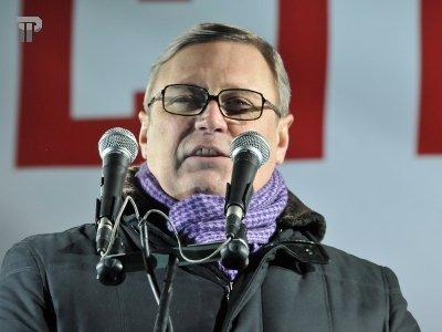 МВД квалифицировало метание торта в Касьянова как оскорбление