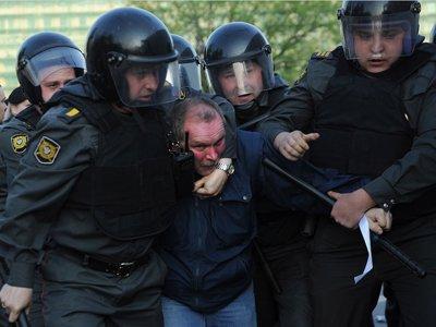 Пенсионер, незаконно задержанный на митинге, отсудил 15 000 руб. у Минфина